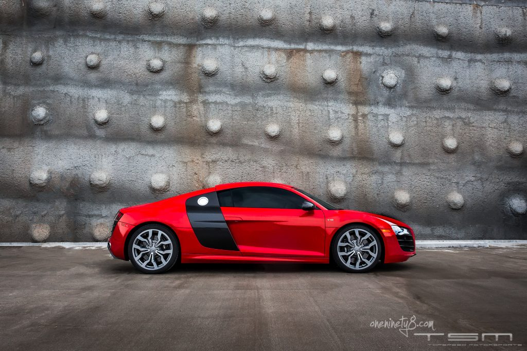 Audi R8 6 speed red